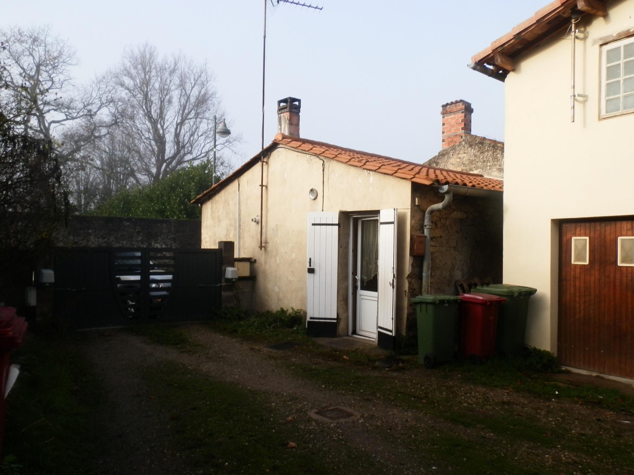 Vente Maison Pierre Avec Dependance Et Jardin Non Attenant